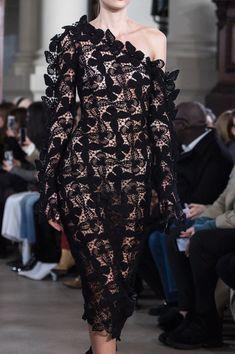 David Koma at London Fashion Week Fall 2019 - Details Runway Photos Black Women Fashion, Pink Fashion, Fashion 2018, Curvy Fashion, Runway Fashion, Fashion Brands, Vintage Fashion, Fashion Outfits, Womens Fashion