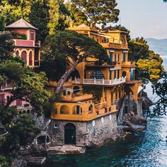 Portofino, Italy. - Photo: ©Sezgin Yilmaz. // Travel / World / Summer / Landscapes / Coast / Architecture / Italian Wonders