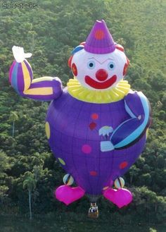 A clown hot air balloon One Balloon, Bubble Balloons, Big Balloons, Balloon Shapes, Air Balloon Rides, Hot Air Balloon, Expo 67 Montreal, Air Balloon Festival, Balloons Galore