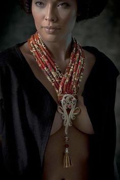 nadia-dafri-bijoux-14-629x944                                                                                                                                                                                 Más