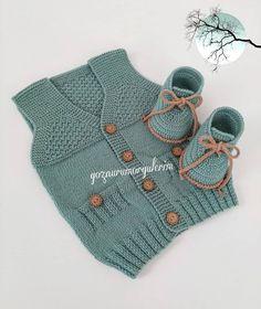 Ay No mornings 🎈🎈. Baby Boy Knitting Patterns, Knitting For Kids, Baby Patterns, Knit Patterns, Baby Knitting, Knit Baby Dress, Knitted Baby Clothes, Baby Pullover, Baby Cardigan