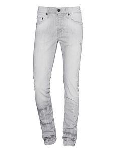 Slim-Fit Jeans im Destroyed-Look Hellgraue Slim-Fit-Jeans im typischen 5-Pocket-Stil mit angedeuteten Batik-Elementen an den Hosenbeinen und vielen Destroyed-Details für einen verwegen Look.  Perfekt im Denin-on-Denim-Look mit Jeanshemd!