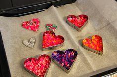 Hama hauskaa ystävänpäiväksi Diy Crafts For Kids, Arts And Crafts, Peyote Beading, Hama Beads, Diy Cards, Valentines Day, Kindergarten, February, Preschool