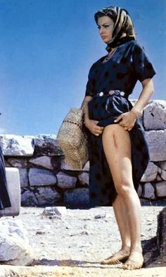 """Sophia Loren in """"The Mermaid and the Dolphin"""" (Boy on a Dolphin), 1957 Beautiful Hijab, Most Beautiful Women, Beautiful People, Italian Actress, Old Actress, Foto Glamour, Les Innocents, Sophia Loren Images, Actrices Hollywood"""