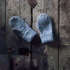 Trykk på bildet for å laste ned PDFen Knitting For Kids, Easy Knitting, Baby Knitting Patterns, Crochet For Kids, Knitting Projects, Crochet Bebe, Knit Crochet, Handmade Crafts, Diy And Crafts