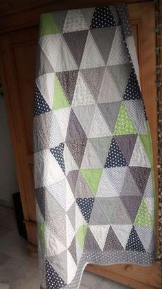 """Quilts & Patchwork - Tolle Patchwork-Decke """"Triangle"""" in Grau u Grün  - ein Designerstück von bines-stiche bei DaWanda"""