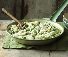 This is a wonderful summer dish and perfect for using up a glut of runner beans. This recipe cuts out all the usual stirring in a risotto making it really easy too. Top Recipes, Cooking Recipes, Healthy Recipes, Beans Recipes, Healthy Lunches, Rice Recipes, Vegetarian Recipes, Healthy Food, Recipies