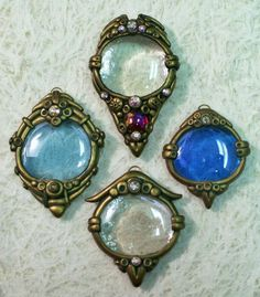 Great for historical jewellery recreation Polymer clay fairy sun catcher fantasy pendants with glass gems and swarovski crystals Fimo Polymer Clay, Polymer Clay Projects, Polymer Clay Creations, Polymer Clay Jewelry, Clay Fairies, Clay Design, Bijoux Diy, Metal Clay, Clay Beads