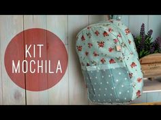 lilian costa shared a video Cute Sewing Projects, Sewing Tutorials, Patchwork Bags, Quilted Bag, Kit Mochila, Diy Backpack, Sweet Bags, Backpack Pattern, Fabric Bags