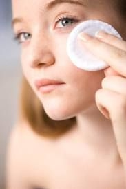 """WATCH OUT! H2O2 will NOT help your skin with acne or pimples, you get a CHEMICAL BURN!! To neutralize the burn if you have fallen for this """"trick"""", rub BAKING SODA on the burned area."""