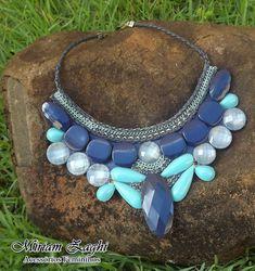 Maxi Colar Azul Royal e Verde com Strass e Correntes. R$ 68,00