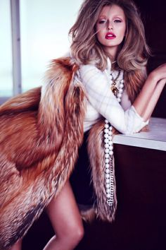 Hey Fashionista, I have a new post for you called 14 High Fashion Pieces. I'm presenting you a part of the high fashion.showing you the steps to elegance and glamour. Estilo Fashion, Fur Fashion, Fashion Models, High Fashion, Fashion Beauty, Autumn Fashion, Fashion Tips, Gisele Bundchen, Glamour