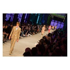 Gucci Men's Spring Summer 2016 Fashion Show | Runway