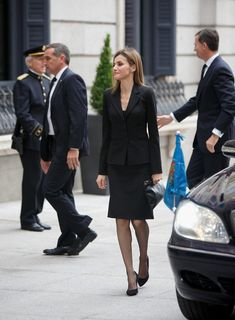 Queen Letizia of Spain Photos Photos - Princess Letizia of Spain arrives to the funeral chapel of the Spanish parliament for former Spanish prime minister Adolfo Suarez on March 24, 2014 in Madrid, Spain. Suarez, who died on March 23 in Madrid, was the first democratically elected Spanish prime minister after the death of dictator General Francisco Franco - Funeral Held for Adolfo Suarez