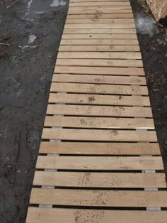 Outdoor Pallet Projects salvaged pallet and fire hose walkway - We have here a very thrifty scheme to overcome this problem. You can make this DIY Pallet and fire hose walkway to get a side walk avoiding the muddy and rainy Pallet Walkway, Wood Walkway, Outdoor Walkway, Walkway Ideas, Recycled Pallets, Wooden Pallets, Outdoor Projects, Wood Projects, Outdoor Furniture Plans