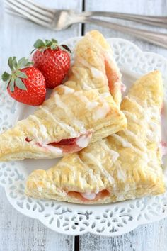 These quick and easy turnovers are made with puff pastry and stuffed with strawberries and cream cheese....delicious!!