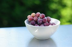 healthy summer snack: frozen grapes