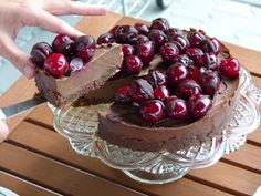 Zdravě jíst: Čokoládový RAW dort s višněmi Raw Cake, Vegan Cheesecake, Raw Vegan, Christmas Cookies, Sweet Recipes, Healthy Life, Paleo, Food And Drink, Gluten Free