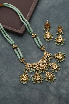 Beads and kundan long necklace Indian Jewelry Sets, Indian Wedding Jewelry, Bridal Jewelry, Fine Jewelry, Kundan Jewellery Set, Kundan Set, Western Jewelry, Bohemian Jewelry, Antique Jewellery Designs