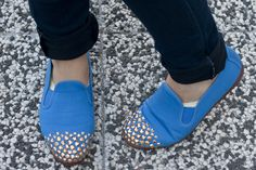 DIY Gold-jeweled toes for Slip-ons #upcycle #shoes #bejeweled