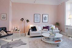 Una casa romantica rosa e bianco con tocchi di grigio,luminosa e moderna