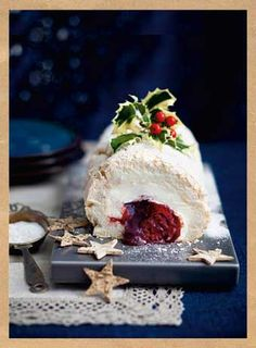 Raspberry and blackcurrant meringue log | Country Days