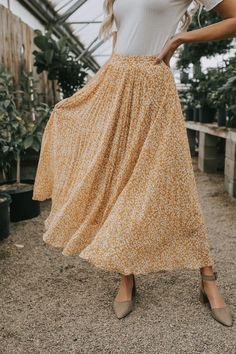 Modest fashion 820147782129261674 - Wildest Dreams Skirt – 3 Colors – One Loved Babe Source by Fashion 90s, Modest Fashion, Fashion Outfits, Apostolic Fashion, Modest Clothing, Stylish Outfits, Retro Fashion, Korean Fashion, Casual Outfits For Girls