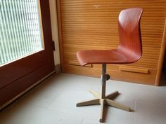 Vintage // Thur op Seat Pagholz Childs CHAIR // door TrackofTime, €45.00