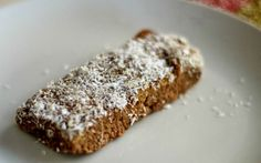 Here are five steps to making a great sugar-free vegan protein bar.
