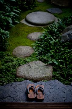1000 images about japanese paths and entrance the way for Japanese garden path design