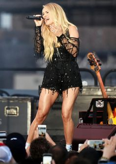 Hot Mama! Carrie Underwood Sizzles, Shows Off Legs for ...