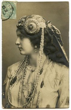 Old Photo - Art Nouveau Lady with Jewelry - The Graphics Fairy