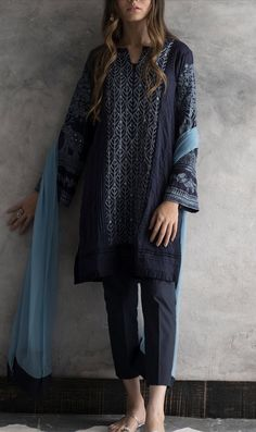 48 Ideas for dress casual winter pakistani Pakistani Dresses Casual, Pakistani Wedding Outfits, Pakistani Dress Design, Pakistani Dresses Shalwar Kameez, Pakistani Salwar Kameez, Trendy Dresses, Simple Dresses, Casual Dresses, Fashion Dresses
