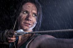 Moody portrait of Lara Croft character, standing in the rain, with raindrops falling on her body while she is pulling the bowstring. Standing In The Rain, Meeting New Friends, Lara Croft, Rain Drops, Lifestyle Photography, Jon Snow, Cosplay, Portrait, Drawings