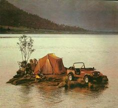 Weird to Americans to see a Jeep marketed as a Renault product. Renault/AMC had an alliance in the that included the (then) AMC brand Jeep. Jeep Camping, Motorcycle Camping, Camping Ideas, Jeep Willys, 4x4, Automobile, Offroader, Old Jeep, Pickup Trucks