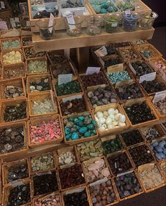 Crystal Room, Crystal Magic, Crystal Decor, Crystal Aesthetic, Spiritus, Witch Aesthetic, Crystal Meanings, Minerals And Gemstones, Good Energy