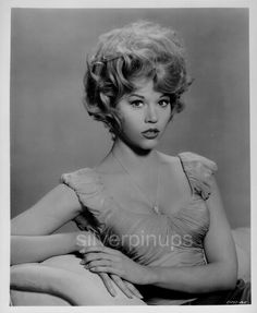 Jane Fonda, my idol. Classic Actresses, Actors & Actresses, Vintage Hollywood, Classic Hollywood, Jane Fonda Barbarella, Divas, Romain Gary, Best Actress Award, La Girl