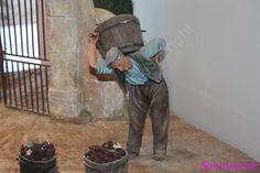 Une magnifique exposition de figurines de Liliane GUIOMAR - la scène des vendanges
