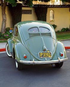 AUT 21 RK1207 03 - 1952 VW Bug Split Window Green 3/4 Rear View On Pavement - Kimballstock