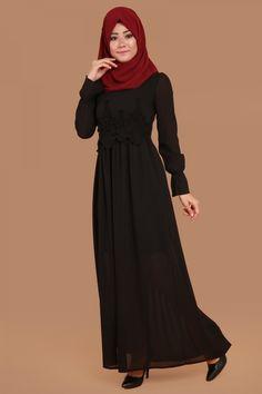 ** SİYAHIN ASALETİ ** Beli Nakışlı Kolları Fırfır Detay Elbise Siyah Ürün kodu: ZRM6110 --> 79.90 TL