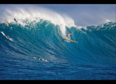 A must i will do one day to watch the gi-normo 20+ waves.. Wiamea Bay, Hawaii