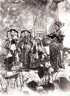 Real life Dragon Ladies: Empress Cixi and her handmaidens