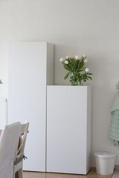 Ikea Besta Esszimmerschränke In Weiß Mit Tulpen By Dekohochdrei