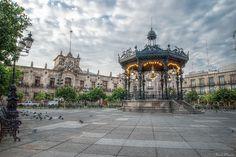 Quiosco , Plaza de Armas, Palacio de Gobierno, Guadalajara, Jalisco, Mexico by raulmacias, via Flickr        www.salutaris.mx