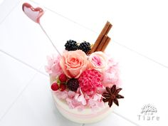 プリザーブドフラワー教室 2015年1月のレッスン『バレンタイン』 初級は丸いフラワーケーキです♡  http://www.tiare-flowerschool.com