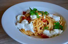 Haideți să cunoașteți mozzarella de bivoliță aka. Buffala 🍴😎🐃🐃 #spaghetti #buffala #bivolita #mozzarella #pastaLove #spaghettiSecret #parsley #patrunjel Sapori Mediterranei Gastronomie Italiana Timișoara #influence #giarmata #travelToEatGood Mozzarella, Spaghetti, Pizza, Ethnic Recipes, Food, Fine Dining, Essen, Yemek, Spaghetti Noodles