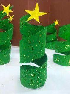 Árvore de natal com rolo de papel higiénico