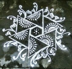 Rangoli designs awe-inspiring designs for your home Indian Rangoli Designs, Rangoli Designs Latest, Simple Rangoli Designs Images, Rangoli Designs Flower, Rangoli Border Designs, Small Rangoli Design, Rangoli Patterns, Rangoli Ideas, Rangoli Designs With Dots