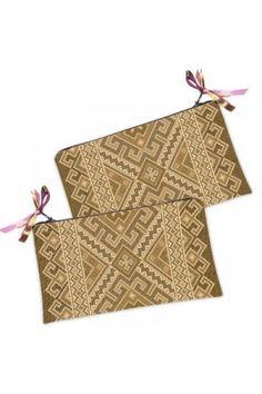 Цю косметичку-гаманець в традиційному українському стилі з бежевим геометричним принтом Ви можете купити в нашому магазині.
