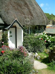 ღღ Thatched Cottage, cadgwith Cove (TIFF Available). Little Cottages, Cabins And Cottages, Little Houses, Fairytale Cottage, Storybook Cottage, English Country Cottages, English Countryside, Cute Cottage, Cottage Style